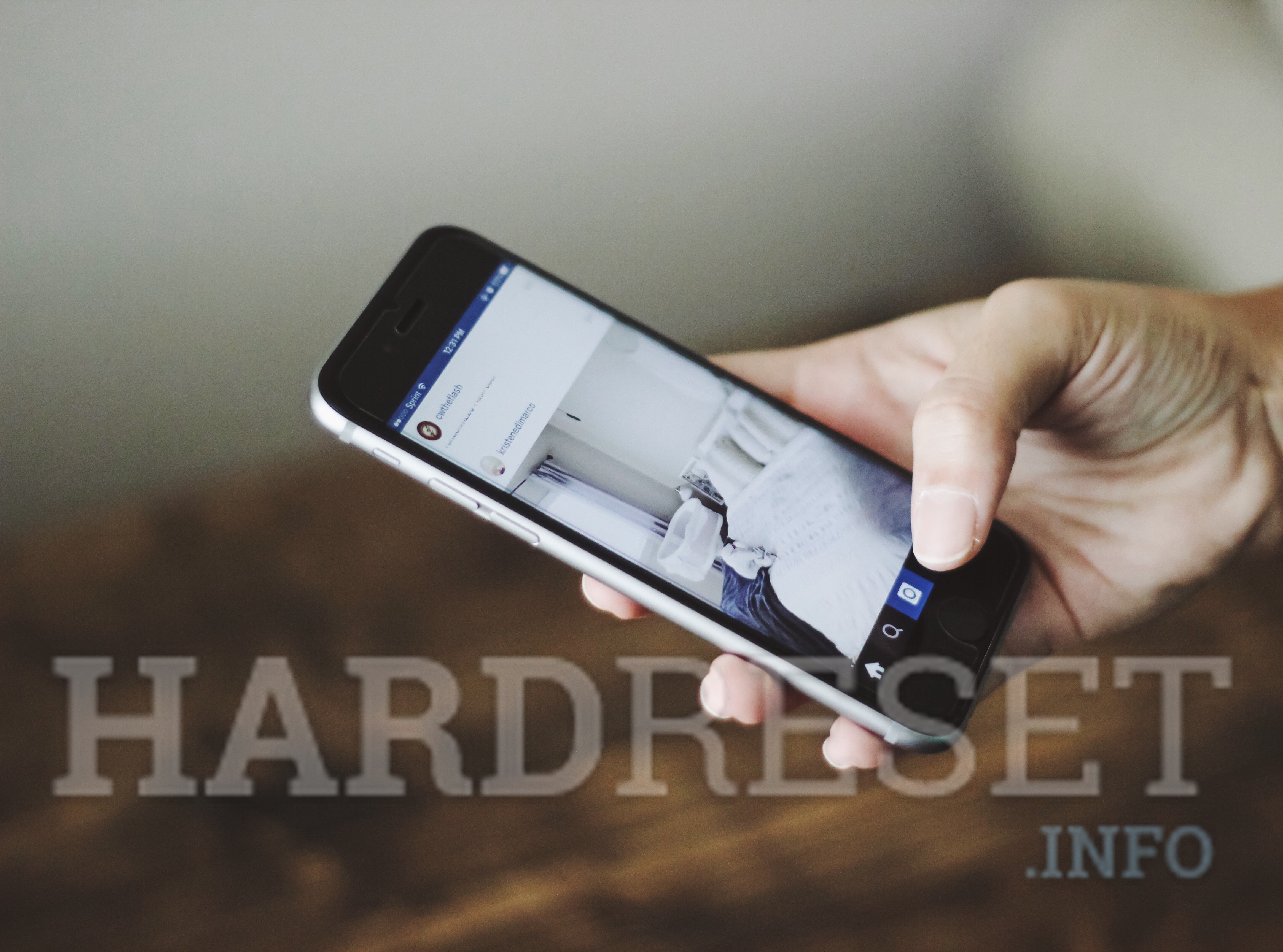 How to take a screenshot on Apple iPhone? - article image on hardreset.info